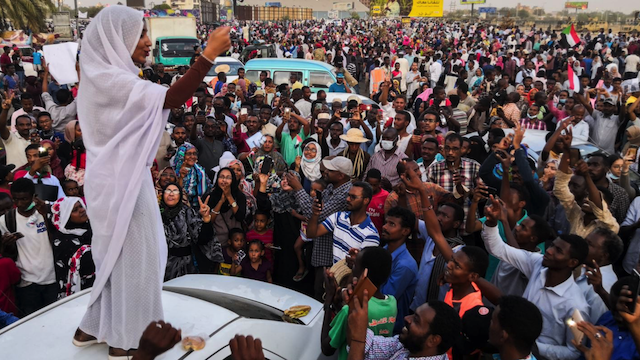 Alaa Salah, Kandaka or Nubian Queen, leading protests in Sudan, in April 2019